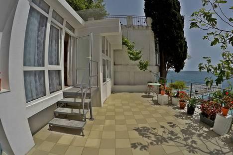 Сдается 1-комнатная квартира посуточнов Никите, Крым,15 улица Массандровская.