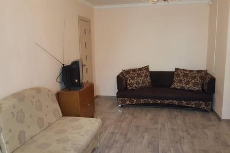 Сдается 2-комнатная квартира посуточно в Якутске, улица Дзержинского, 40.