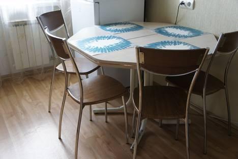 Сдается 2-комнатная квартира посуточно в Омске, улица 70 лет Октября, 10.