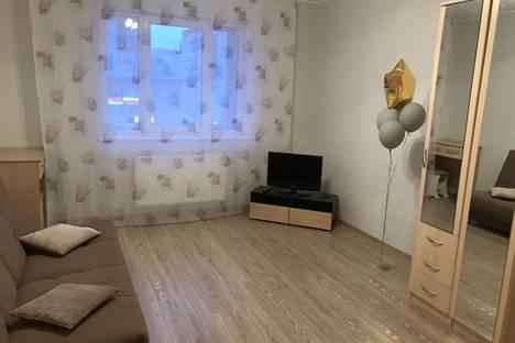 Сдается 1-комнатная квартира посуточно в Сургуте, ул. Игоря Киртбая, 18.