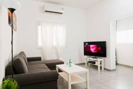 Сдается 2-комнатная квартира посуточно, Тель Авив,Ха-Ковшим 28.