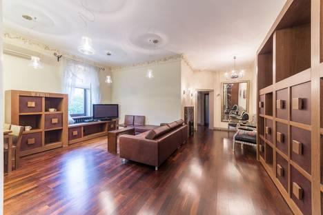 Сдается 3-комнатная квартира посуточно в Москве, 2-й Неопалимовский переулок, 11.