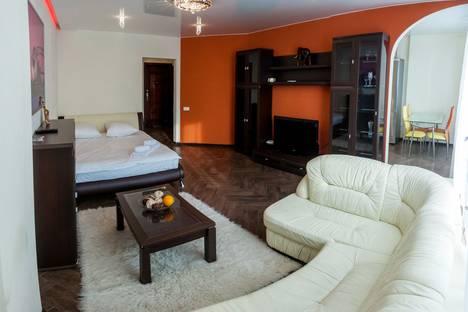 Сдается 1-комнатная квартира посуточнов Тюмени, улица Одесская 44к1.