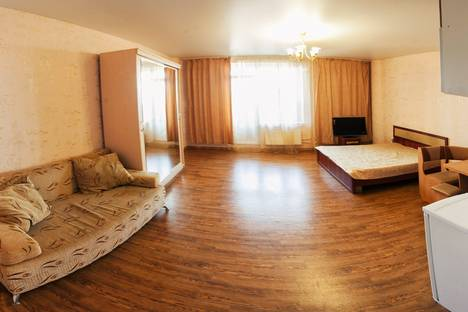 Сдается 1-комнатная квартира посуточнов Тюмени, улица 50 лет ВЛКСМ, 13.