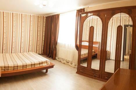 Сдается 2-комнатная квартира посуточно в Тюмени, проезд Геологоразведчиков 44а.