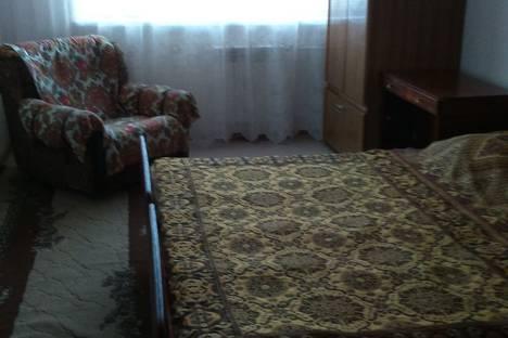 Сдается 2-комнатная квартира посуточно в Элисте, 10 мкр., д. 15.