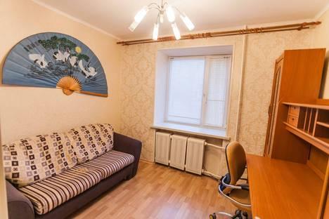 Сдается 4-комнатная квартира посуточнов Тюмени, улица Мельникайте, 120.