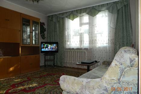 Сдается 2-комнатная квартира посуточно в Яровом, кв-л В дом 23.