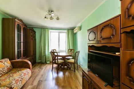 Сдается 2-комнатная квартира посуточнов Москве, 2-я Рощинская улица, 11.