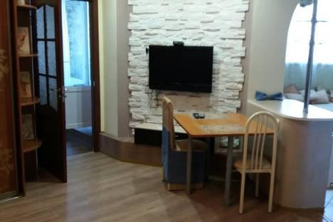 Сдается 2-комнатная квартира посуточно в Сургуте, улица Гагарина, 12.