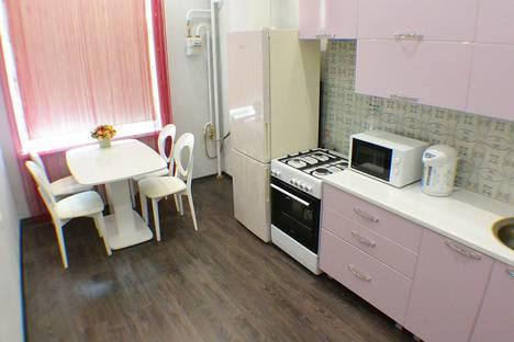 Сдается 2-комнатная квартира посуточно в Адлере, ул. Тюльпанов, 1А.