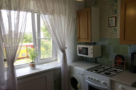 Сдается 2-комнатная квартира посуточнов Яровом, улица 40 Лет Октября дом 7.