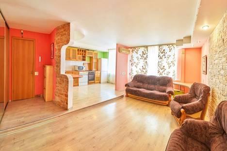 Сдается 3-комнатная квартира посуточно в Кургане, Карла Маркса 42.