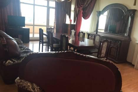 Сдается 3-комнатная квартира посуточно в Алматы, Алматинская область,улица Шевченко, Манаса 8 а.