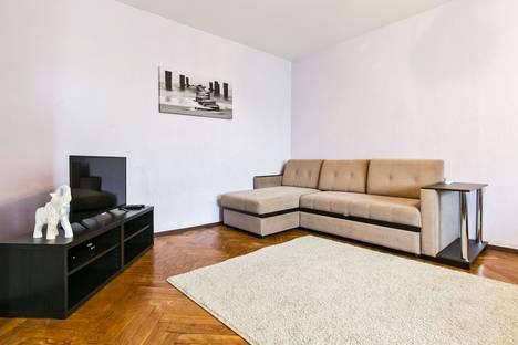 Сдается 1-комнатная квартира посуточно, Севастопольский проспект 77 к.2.