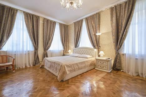 Сдается 3-комнатная квартира посуточно в Санкт-Петербурге, улица Фурштатская улица 19.