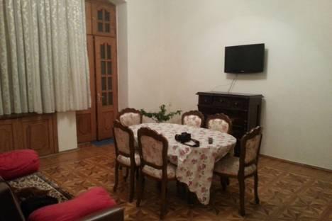 Сдается 2-комнатная квартира посуточнов Баку, Azerbaijan,Xaqani Küçəsi 47.