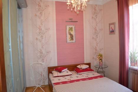 Сдается 2-комнатная квартира посуточнов Мирном, Санаторская улица, 14.