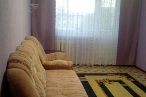 Сдается 4-комнатная квартира посуточно в Яровом, квартал Б, 4.