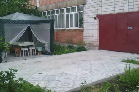 Сдается коттедж посуточно в Яровом, улица Мира 2.