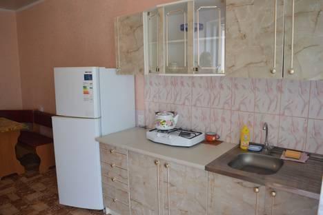Сдается 2-комнатная квартира посуточно в Евпатории, улица Пушкина, 61.