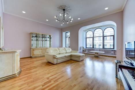 Сдается 3-комнатная квартира посуточно в Санкт-Петербурге, Невский проспект, 103.