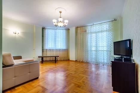 Сдается 2-комнатная квартира посуточнов Батайске, переулок Крыловской 10 Центр города.