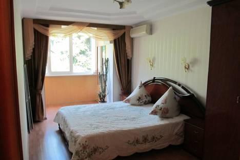 Сдается 3-комнатная квартира посуточнов Ливадии, Партенитская 12.