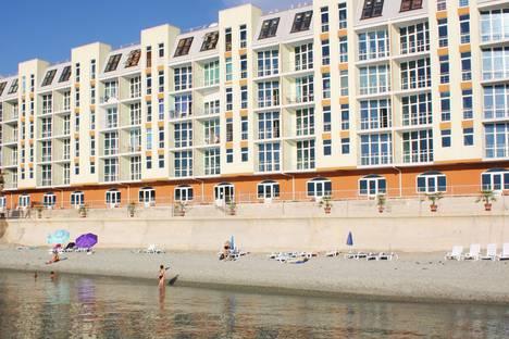 Сдается 1-комнатная квартира посуточно в Гурзуфе, 17 набережная имени Пушкина.