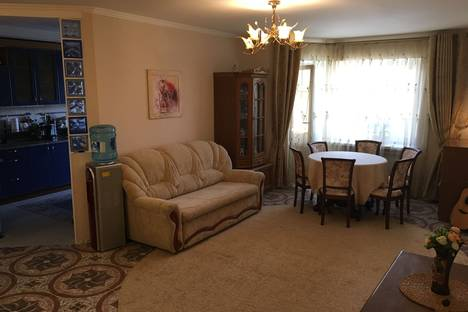 Сдается 3-комнатная квартира посуточно в Геленджике, Краснодарского края, ул. Ульяновская, 19.