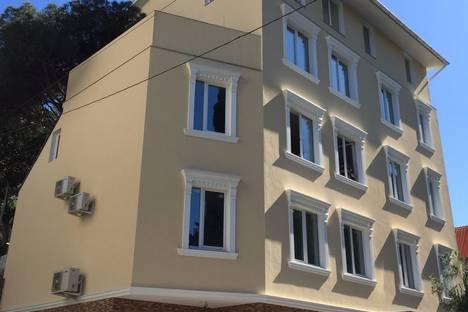 Сдается коттедж посуточно в Ялте, 5 ул. Володарского.