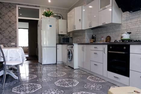 Сдается 2-комнатная квартира посуточно в Евпатории, улица Гагарина.