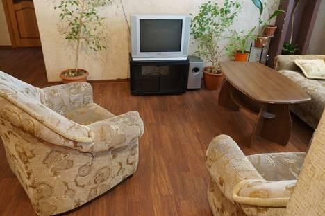 Сдается 2-комнатная квартира посуточнов Тюмени, улица 50 Лет Октября, 70.