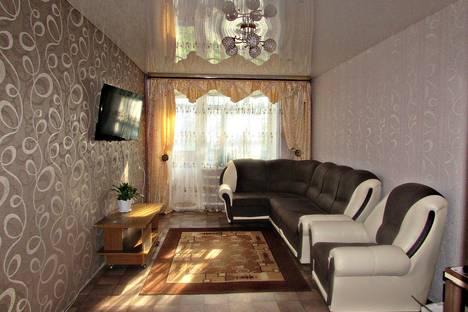 Сдается 3-комнатная квартира посуточно в Яровом, квартал A 10.