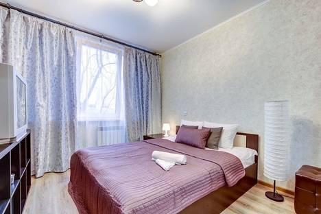 Сдается 2-комнатная квартира посуточнов Санкт-Петербурге, Богатырский проспект 3/1.