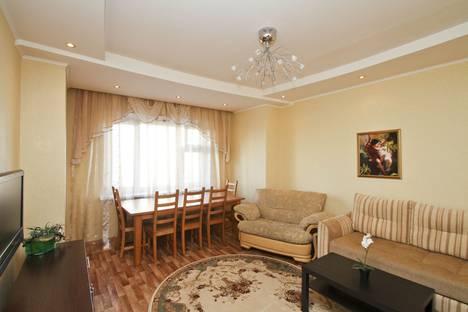 Сдается 2-комнатная квартира посуточно в Сургуте, проспект Набережный 17.
