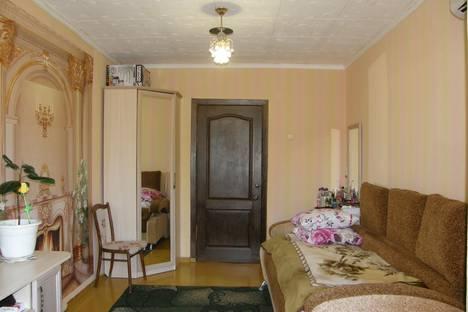 Сдается 2-комнатная квартира посуточно в Алуште, Крым,ул. Ялтинская, 5.