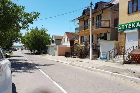 Сдается 2-комнатная квартира посуточно в Витязеве, Пер. Пограничный, 26.