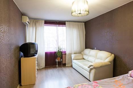 Сдается 1-комнатная квартира посуточнов Санкт-Петербурге, ул. Зины Портновой, 17 корпус 1.