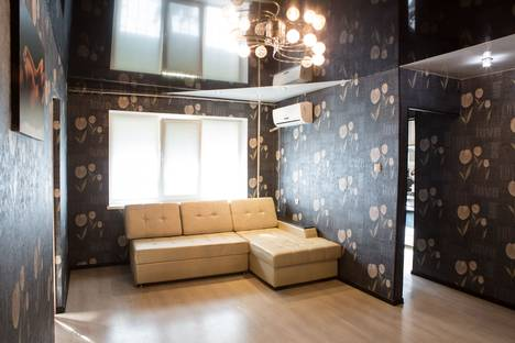 Сдается 2-комнатная квартира посуточно в Комсомольске-на-Амуре, Интернациональный проспект, 27.
