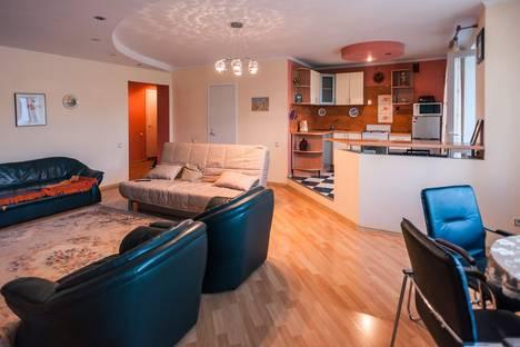Сдается 2-комнатная квартира посуточно в Комсомольске-на-Амуре, проспект Мира 32.