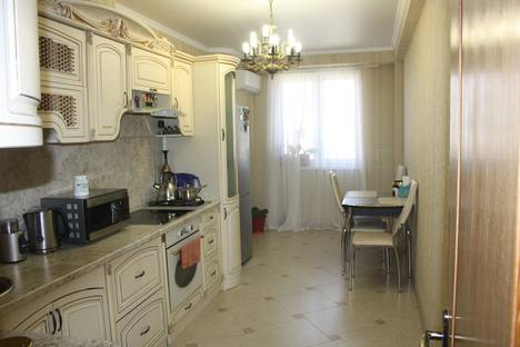 Сдается 3-комнатная квартира посуточнов Гагре, 7а улица Лакоба.