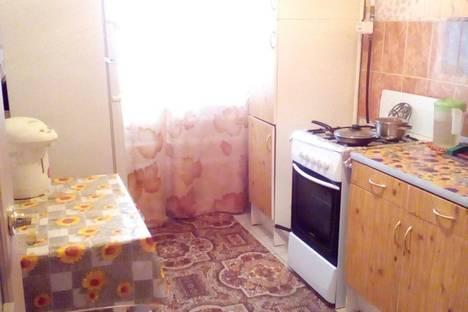 Сдается 2-комнатная квартира посуточно в Яровом, квартал В,дом 12.