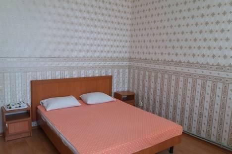 Сдается 1-комнатная квартира посуточно в Симферополе, улица Тренева 2.