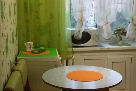 Сдается 2-комнатная квартира посуточно в Яровом, квартал Б, 24.