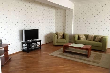 Сдается 4-комнатная квартира посуточнов Баку, 127 проспект Наримана Нариманова.