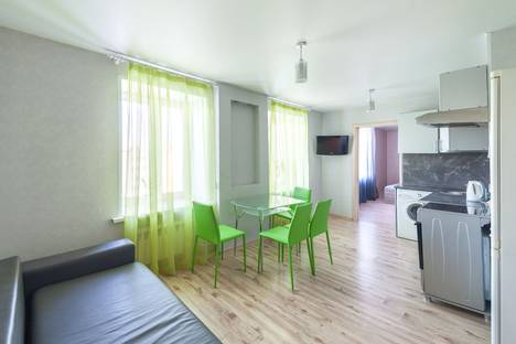 Сдается 2-комнатная квартира посуточно в Кургане, ул. Пичугина, 6.