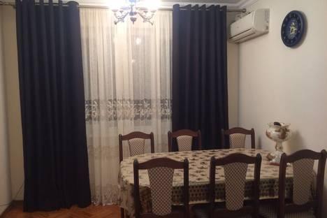 Сдается 3-комнатная квартира посуточнов Гагре, ул. Абазгаа, 53/1.