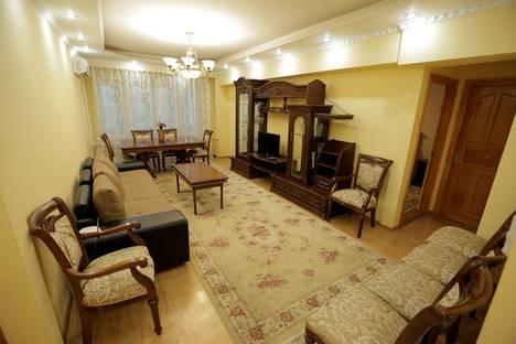 Сдается 2-комнатная квартира посуточно в Алматы, улица Байсеитовой 49.