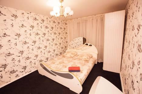 Сдается 2-комнатная квартира посуточно в Тольятти, улица Фрунзе, дом 25.
